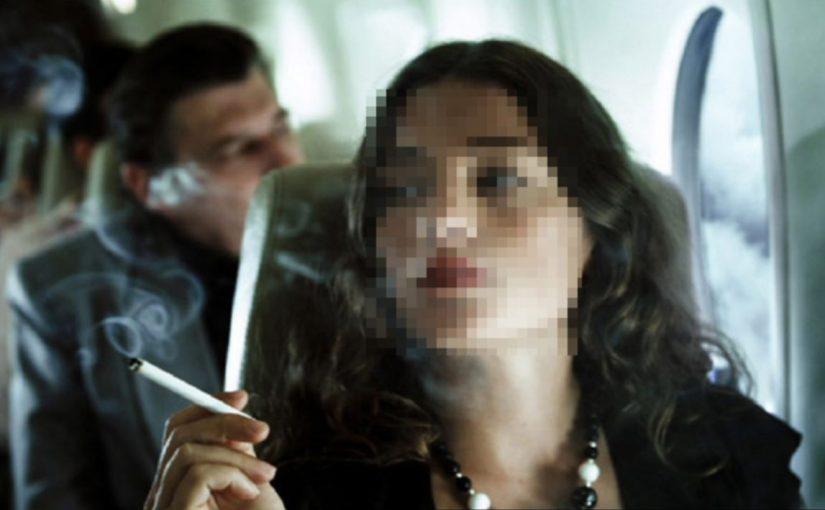 Một nữ sinh ở Lâm Đồng bị phạt tiền vì lén hút thuốc trên máy bay